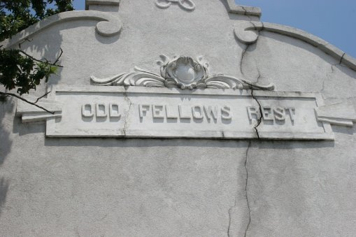 cemetery name above entrance